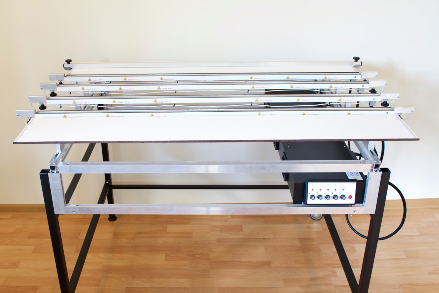 Bending machine with a working surface of 130 cm (51″Inches) with 4 heating elements